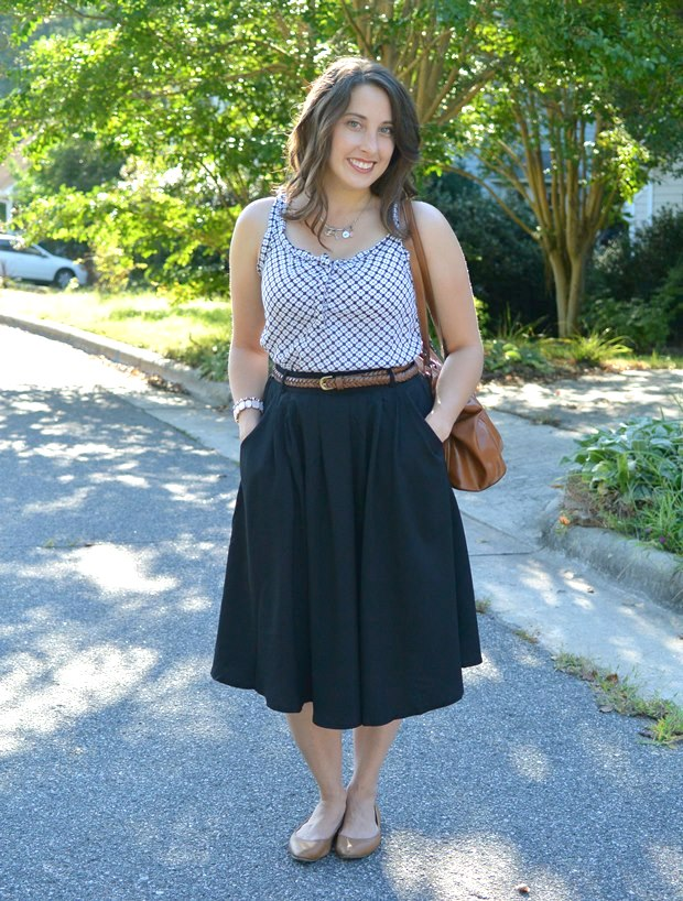 A Short Girl Wears a Midi Skirt